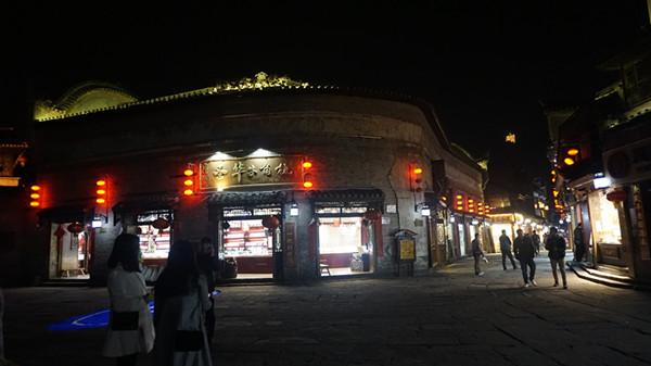 凤凰古城店铺